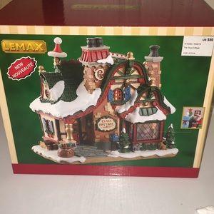 Lemax Christmas Claus Cottage